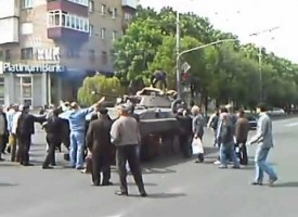 Victory Day in Mariupol: people stop armor with their bodies