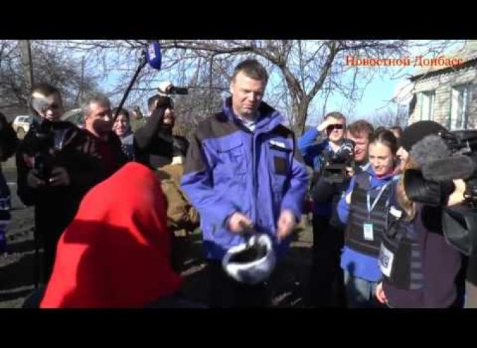 OSCE Man Alexander Hug gets scolded by a Babushka – ENG SUBS