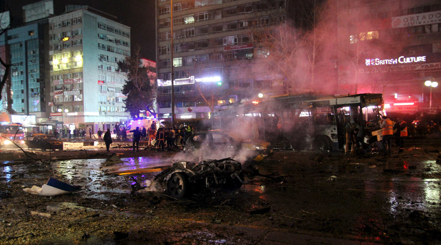 Emergency workers work at the explosion site in Ankara, Turkey March 13, 2016. © Tumay Berkin