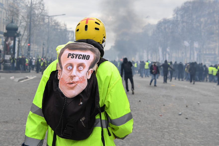 Ollie's MacBook:Users:O-RICH:Downloads:7797222938_un-gilets-jaunes-sur-les-champs-elysees-samedi-16-mars-2019.jpg