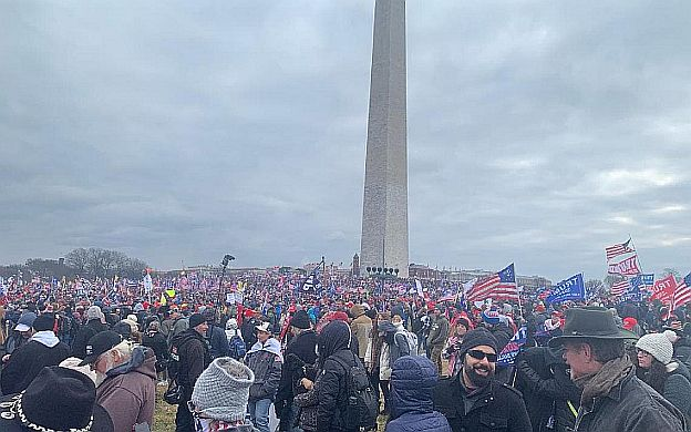 A large crowd of people in front of a monument Description automatically generated with medium confidence