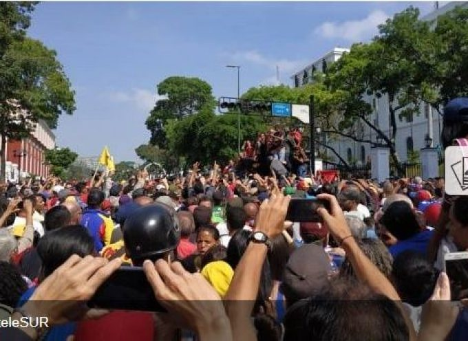 US-backed Guaido calls for Venezuela military uprising in VIDEO of him surrounded by soldiers